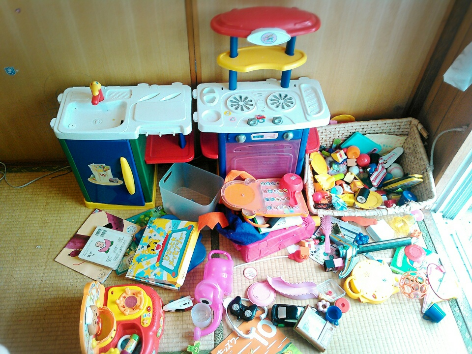 おもちゃの片付けに悩むときは、基本に返ることで解決。片付け術や収納アイデアは二の次!
