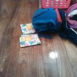 片づけをしたのにすぐに散らかるのは、床へ直置きが原因。直置きを防ぐための収納!