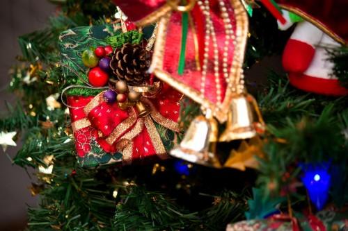12月の誕生日「クリスマスと一緒」の苦悩。プレゼントやケーキはどうする?
