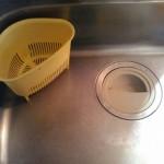 掃除が嫌だから三角コーナーを使わない。代わりにボウルと新聞紙で汁物にも対応可!