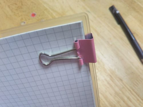 ダイソーの手帳にダブルクリップでペンホルダーをつける