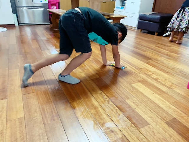 子供のお手伝いには床掃除がオススメ7つの理由